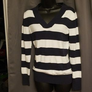 GAP women's v-neck sweater sz. S
